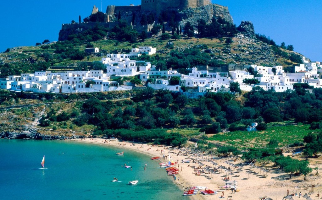 Где дешевле квартира в остров Эпир или в италии