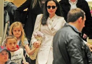 Фанаты бьют тревогу: дети Джоли поразили общественность